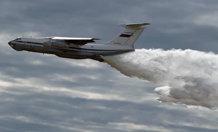 Военно-транспортный самолет ИЛ-76МД на военно-техническом форуме «Армия-2021»