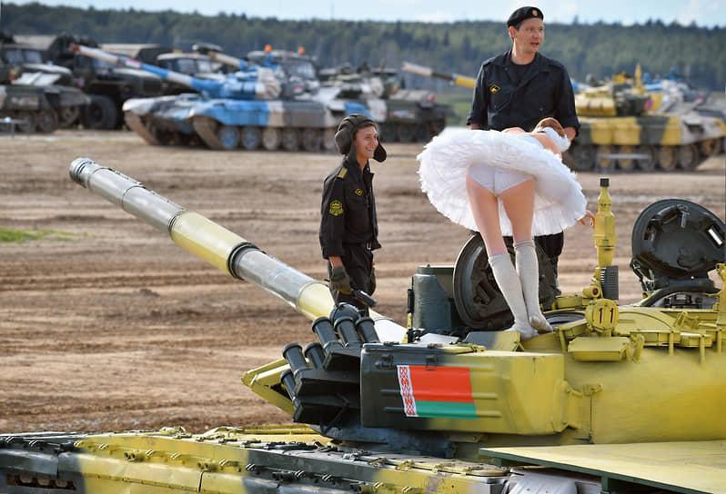 В них принимали участие более 5 тысяч военнослужащих в составе 277 команд из 42 стран