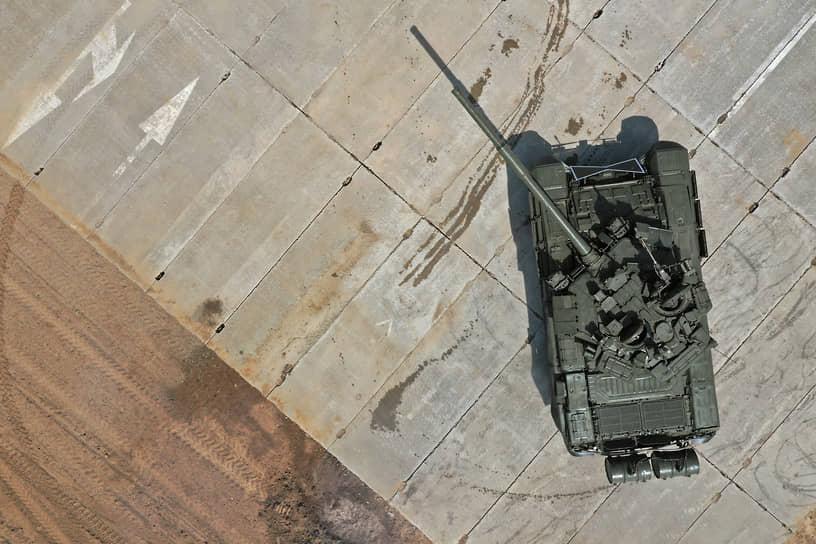 Показательные выступления разведывательных подразделений по рукопашному бою и тактические эпизоды от танкистов Южного военного округа
