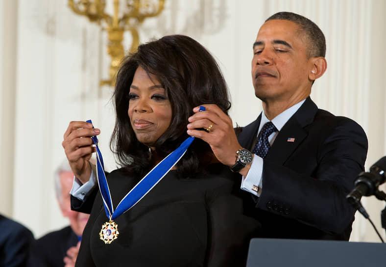 «В жизни нуждалась во многом. Поэтому сейчас, когда у меня много денег, идея тратить их в пустую просто неприемлема» <br>Опра Уинфри известна своей благотворительностью. За свою карьеру она пожертвовала $425 млн, в том числе более $100 млн в Академию лидерства для девочек в Южной Африке, которую основала сама в 2007 году. В 2013 году президент США Барак Обама наградил Опру медалью Свободы. Ее получают люди, «внесшие существенный вклад в безопасность и защиту национальных интересов США, в поддержание мира во всем мире, в общественную и культурную жизнь США и мира»