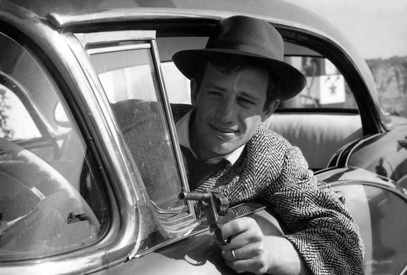 В 1960 году вышел фильм Жан-Люка Годара «На последнем дыхании» (кадр из киноленты на фото), одного из ключевых произведений «французской новой волны». Роль молодого преступника Мишеля Пуаккара принесла Бельмондо широкую известность и популярность