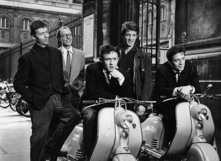 Дебютировал в кино в 1956 году, снявшись в короткометражном фильме «Мольер». В 1957 году сыграл в комедийной картине «Пешком, верхом и на машине» (кадр из фильма на фото). Однако эпизоды с его участием были вырезаны перед самым выходом киноленты в прокат
