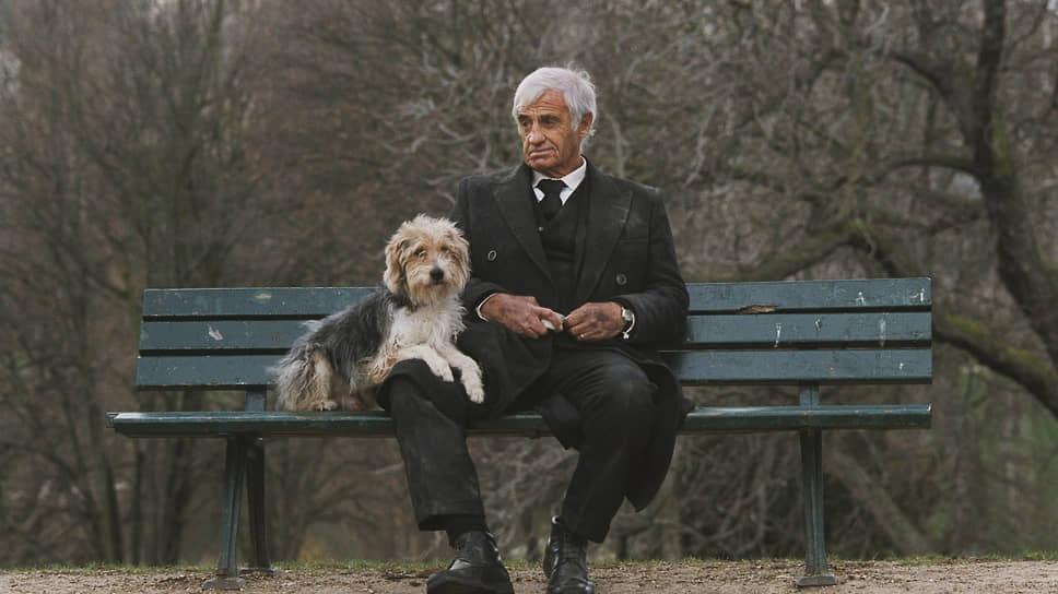 В 2001 году актер перенес инсульт и долгое время не мог ходить и говорить. В 2008 году он вернулся в кино, снявшись в роли бездомного в фильме «Человек и его собака» (кадр из киноленты на фото). В 2015 году Бельмондо объявил о завершении карьеры