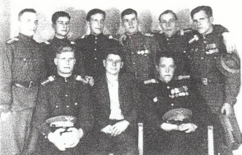 В январе 1950 года самолет Ли-2 при заходе на посадку в сложных метеоусловиях разбился в окрестностях аэропорта Кольцово (Свердловск). В катастрофе погибли 19 человек, включая 11 игроков ВВС (Москва) — одного из сильнейших хоккейных клубов СССР
