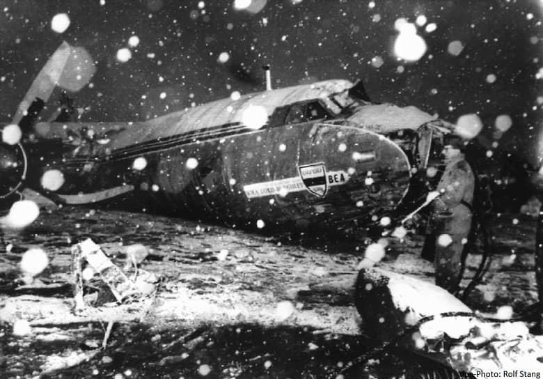 В феврале 1958 года самолет Airspeed AS.57 авиакомпании British European Airways, выполнявший перелет из Белграда в Манчестер, во время промежуточной посадки в Мюнхене выкатился за пределы полосы и врезался в ангар. В результате из 44 человек, находившихся на борту, погибли 23. Среди них восемь футболистов «Манчестер Юнайтед», возвращавшихся домой после матча Кубка чемпионов