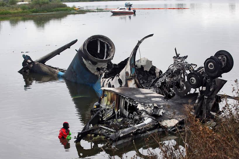 В сентябре 2011 года во время взлета из аэропорта Туношна (Ярославская область) разбился Як-42, перевозивший игроков и персонал хоккейного клуба «Локомотив». В общей сложности в самолете было 45 человек, включая восемь членов экипажа