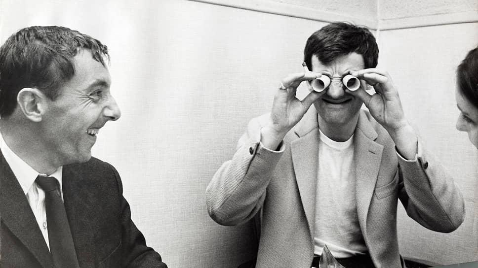 В 1958 году актер проходил срочную службу  во французском Алжире. В том же году снялся вместе с Аленом Делоном в фильме «Будь красивой и молчи»