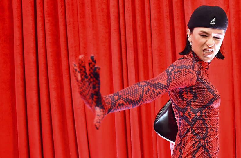 Певица IOWA в ГУМе перед началом закрытого концерта группы Maneskin, победившей на конкурсе «Евровидение-2021»