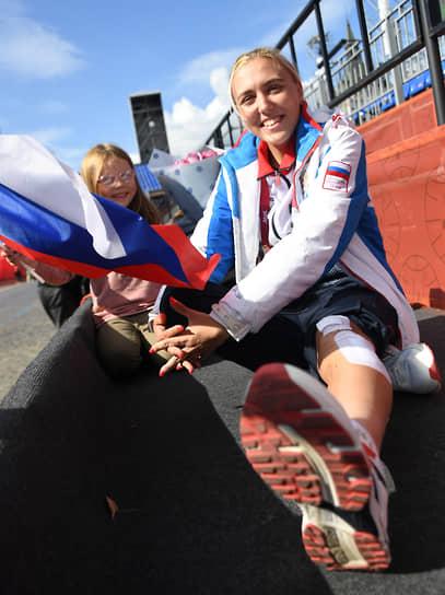 В честь победителей и призеров Паралимпиады был поднят национальный флаг и прозвучал государственный гимн.<br>На фото: российская велоспортсменка Алина Пунина