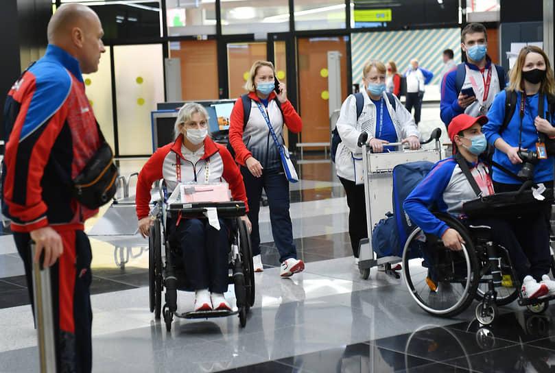 В общей сложности на борту самолета в Россию вернулись 172 спортсмена