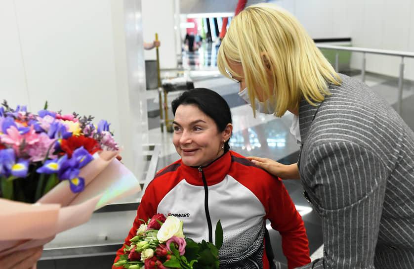 Член паралимпийской команды России по легкой атлетике Мария Богачева в зале аэропорта Шереметьево