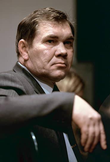 28 апреля 2002 года при крушении Ми-8АМТ в Красноярском крае разбился глава региона Александр Лебедь. Вертолет зацепился за опору ЛЭП. Выживших летчиков обвинили в нарушении правил безопасности полетов. Командир получил четыре года колонии, второй пилот был осужден условно