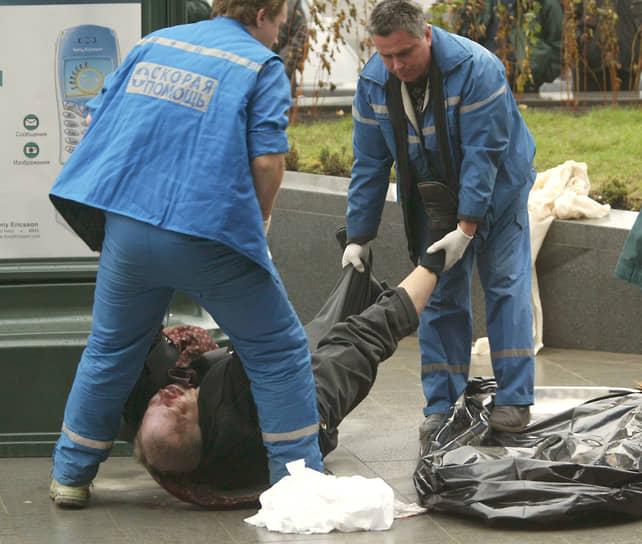 18 октября 2002 года в Москве на Новом Арбате был убит губернатор Магаданской области Валентин Цветков. По версии следствия, преступление было связано с распределением промысловых квот на морские биоресурсы. Двое обвиняемых в убийстве получили от 13 лет 6 месяцев до 19 лет лишения свободы