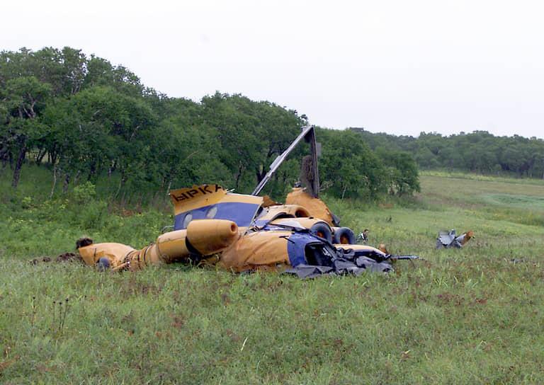 20 августа 2003 года при крушении Ми-8 на Сахалине погибли губернатор области Игорь Фархутдинов и еще 19 человек. Вертолет отклонился от курса в сложных метеоусловиях и врезался в сопку. По итогам проверок были аннулированы сертификаты трех из пяти камчатских авиапредприятий, закрыт аэропорт Халактырка