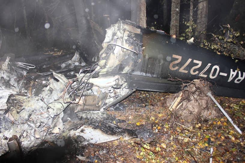 4 октября 2018 года при крушении вертолета AS-350 в Костромской области погиб заместитель генпрокурора России Саак Карапетян. Причиной аварии стали сложные метеоусловия
