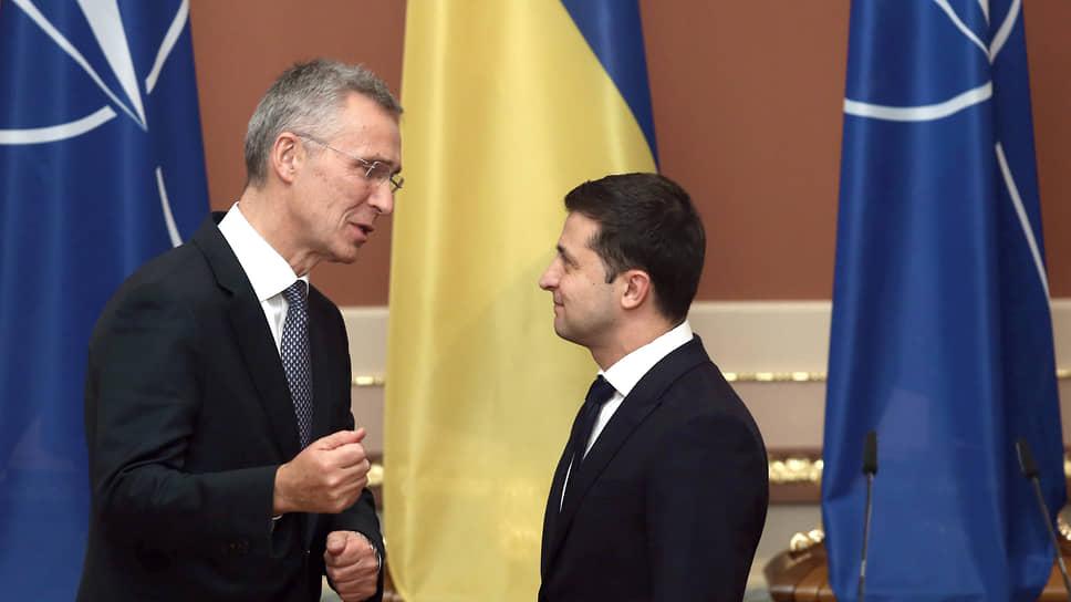 Генеральный секретарь НАТО Йенс Столтенберг (слева) и президент Украины Владимир Зеленский