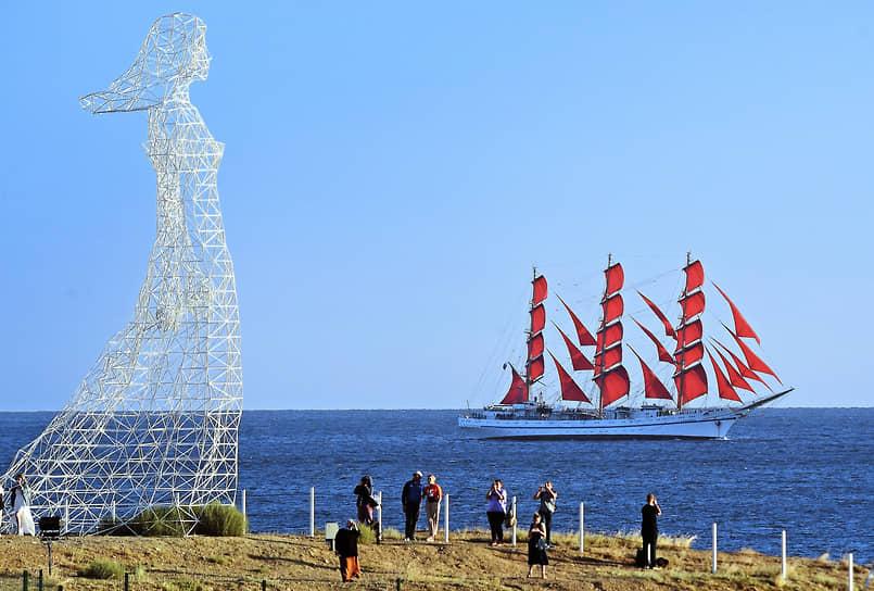 Судак. Парусное судно «Херсонес» в Черном море