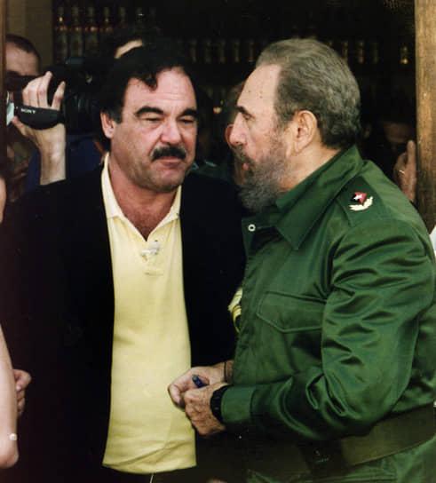 Оливер Стоун снял три документальных фильма о кубинском лидере Фиделе Кастро (на фото справа): «Команданте» (2003), «В поисках Фиделя» (2004) и «Кастро зимой» (2012). После смерти Кастро режиссер заявил: «Мое сердце разбито»