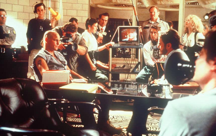 Одним из самых скандальных фильмов Стоуна стала криминальная драма «Прирожденные убийцы», снятая по сценарию Квентина Тарантино в 1994 году. Он позже отказался от авторства из-за множества правок, внесенных господином Стоуном. Кинолента задумывалась создателями как сатира на американскую желтую прессу. Однако став хитом, этот фильм спровоцировал серию убийств, совершенных подражателями
