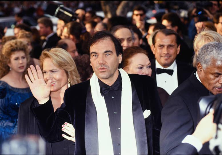 «Если тебе очень грустно, то ты должен смеяться» <BR>В 1991 году режиссер также выпустил фильм «Дорз». Кинолента, основанная на реальных событиях, рассказывала об американской рок-группе Doors и ее лидере Джиме Моррисоне. Кроме Стоуна интерес к проекту проявляли такие режиссеры как Мартин Скорсезе, Брайан де Пальма, Рон Ховард и Фрэнсис Коппола