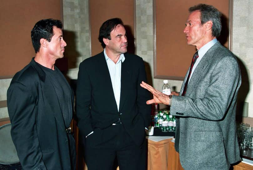 «Режиссер похож на кетчера в бейсболе. Он ловит каждый мяч. Он должен правильно понимать сигналы. И вкалывать. Вкалывать как лошадь» <BR>На фото слева направо: актер Сильвестр Сталлоне, режиссер Оливер Стоун и актер Клинт Иствуд в 2006 году