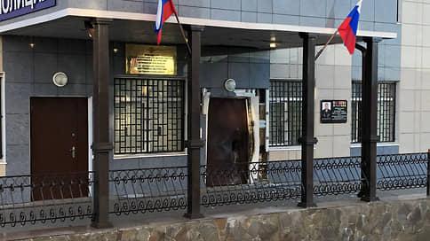 Охранник напал на всех // СКР возбудил уголовное дело после взрыва в здании МВД под Воронежем и тройного убийства