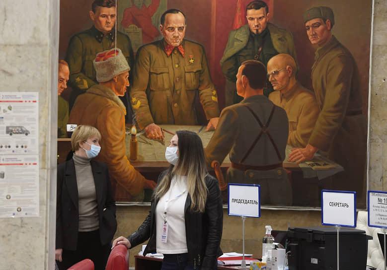 Одинцово (Московская область). Сотрудники УИК на избирательном участке