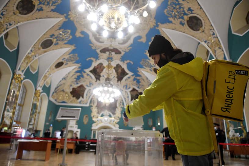 Москва. Голосование на Казанском железнодорожном вокзале