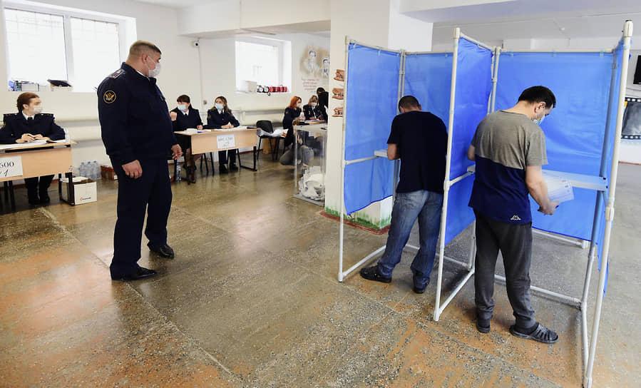 Новосибирск. Подследственные граждане, обладающие избирательным правом, на участке для голосования в СИЗО-1