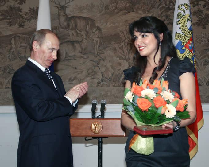 В 2012 году Анна Нетребко являлась доверенным лицом кандидата на пост президента РФ Владимира Путина