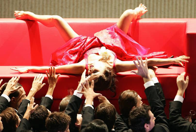 Анна Нетребко во время репетиции Зальцбургского фестиваля в Австрии. Певица исполнила роль  Виолетты  из оперы Джузеппе Верди «Травиата»