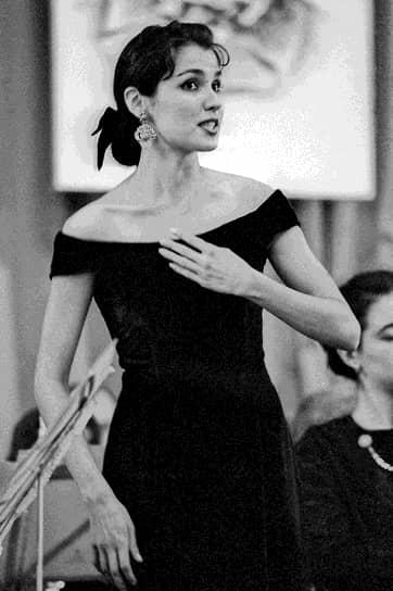 В 1993 году стала победительницей проходившего в Смоленске Всероссийского конкурса вокалистов им. М. И. Глинки (на фото), после чего получила приглашение в Мариинский театр. В том же году дебютировала на его сцене в партии Сюзанны в опере «Свадьба Фигаро»