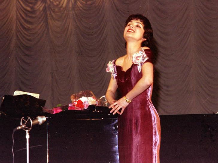В 1996 году Анна Нетребко стала лауреатом III премии Международного конкурса молодых оперных певцов им. Н. А. Римского-Корсакова