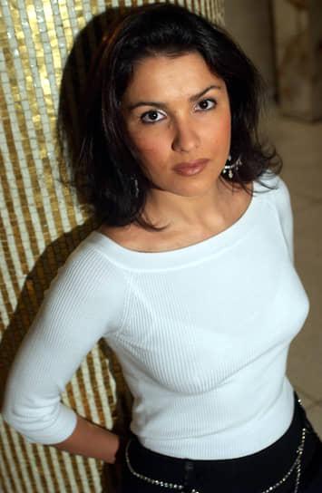 Анна Нетребко родилась 18 сентября 1971 года в Краснодаре. В 1987 году переехала в Санкт-Петербург, где училась в Санкт-Петербургской государственной консерватории по классу вокала