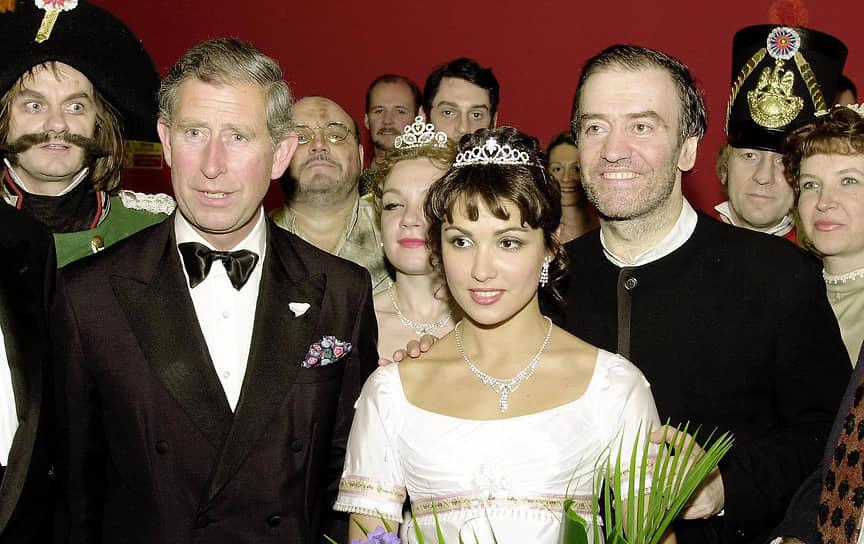 В последующие годы выступала на сценах Венской государственной оперы, Парижской национальной оперы, Берлинской государственной оперы, Карнеги-холла и других <br>Анна Нетребко и Принц Чарльз (слева) в Королевском оперном театре в Лондоне