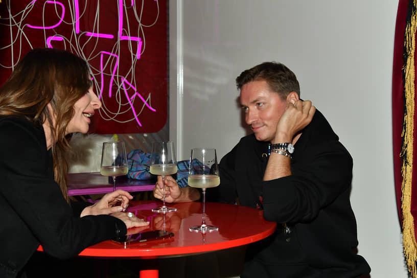 Актриса Екатерина Варнава и главный редактор журнала GQ Россия Игорь Гаранин на вечеринке по случаю закрытия спектакля «Идеальный муж»