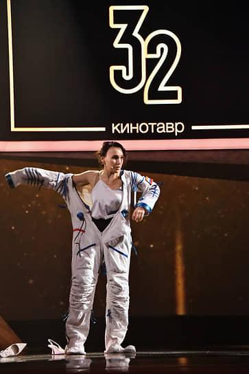 Актриса Дарья Екамасова во время церемонии открытия кинофестиваля