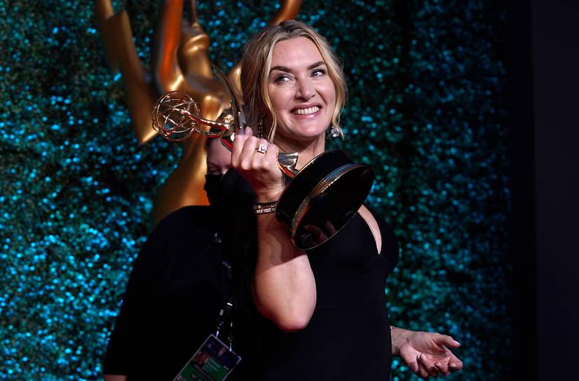 Кейт Уинслет получила награду как лучшая актриса в мини-сериале («Мейр из Исттауна»)