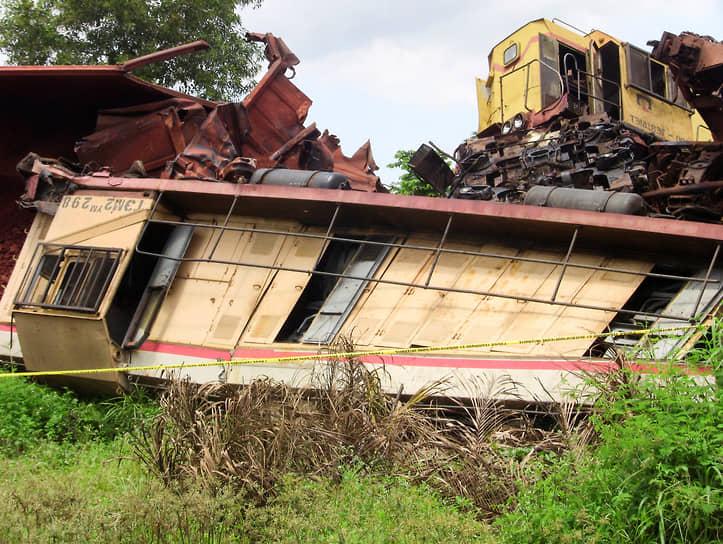 Конакри, Гвинея. Два грузовых поезда российской алюминиевой компании «Русал» после столкновения