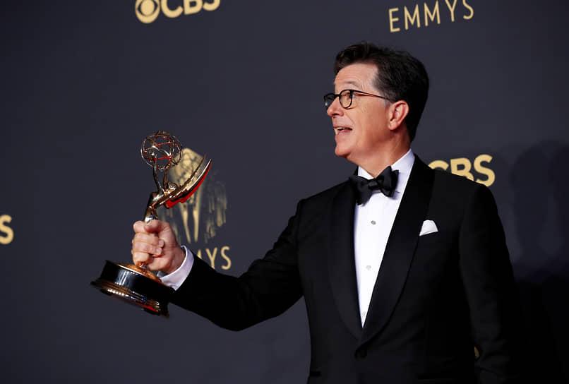 Комик Стивен Кольбер получил спецприз «Эмми» за выпуск своего шоу, посвященный президентским выборам в США 2020 года
