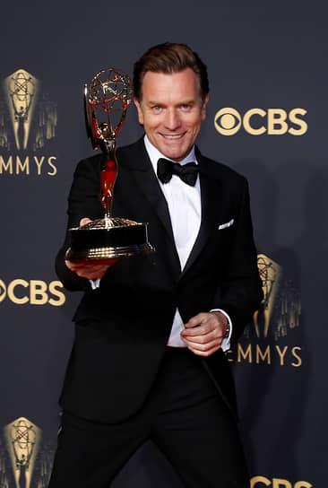 Юэн Макгрегор взял награду как лучший актер в мини-сериале («Холстон»)