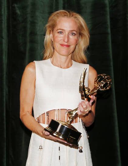 Джиллиан Андерсон получила награду за лучшую второстепенную роль в драматическом сериале («Корона»)