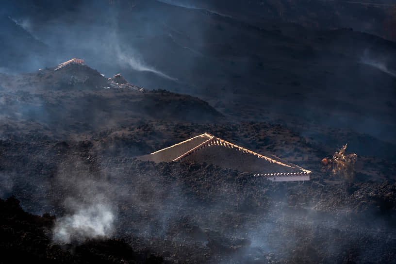 Эль-Пасо, Испания. Дома, засыпанные пеплом из-за извержения вулкана на острове Пальма