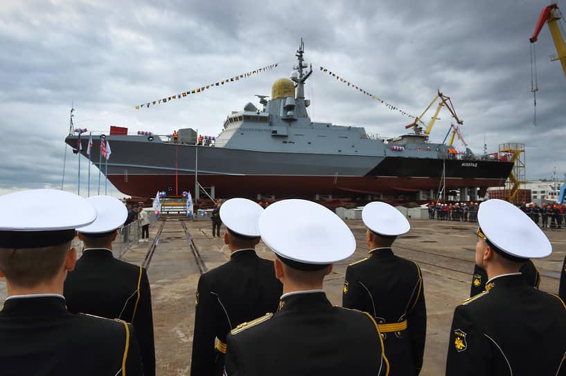 Керчь, Россия. Церемония спуска на воду малого ракетного корабля «Аскольд» в Крыму