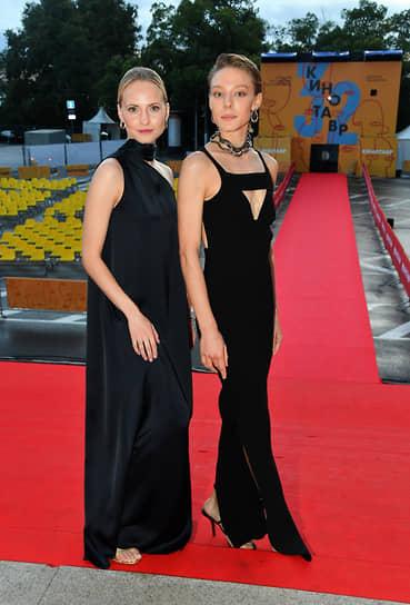Актрисы Анна Бегунова (слева) и Алена Михайлова