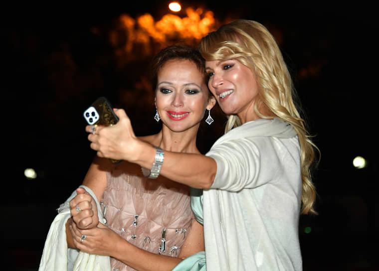 Актрисы Елена Захарова (слева) и Олеся Судзиловская