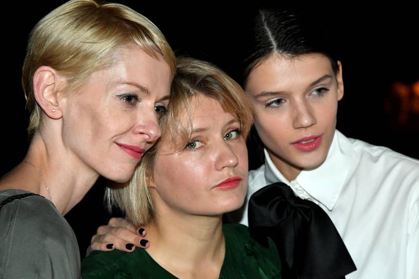 Справа налево: актриса Анастасия Красовская, режиссер Наталья Кудряшова и актриса Юлия Марченко