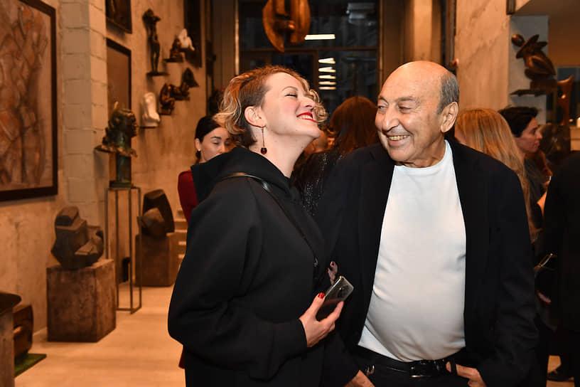 Скульптор Георгий Франгулян (справа) на церемонии открытия собственной скульптурной галереи Frangulyan Gallery