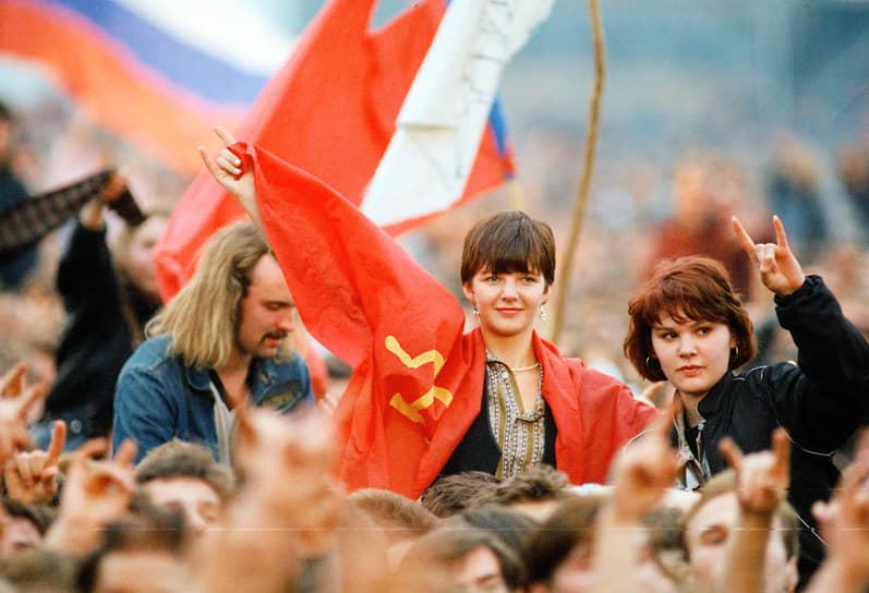 В фестивале приняли участие суперзвезды мировой рок-музыки — AC/DC, Metallica, Pantera и The Black Crowes. Советскую сцену представляла метал-группа Э.С.Т. Вход был свободным, на фестиваль съехались любители рока со всей страны: от 600 тыс. до 1 млн человек