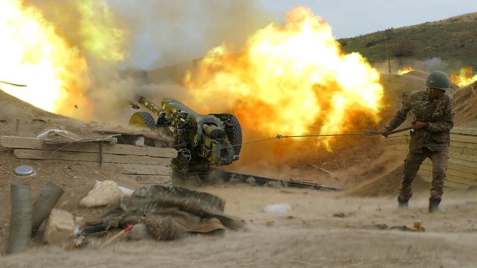 В свою очередь Ереван сообщил о наступлении ВС Азербайджана на территорию Нагорного Карабаха и обстреле его населенных пунктов<br> На фото: артиллерия армии Армении